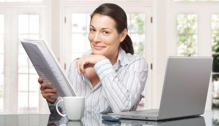 mulher trabalhando como freelancer online