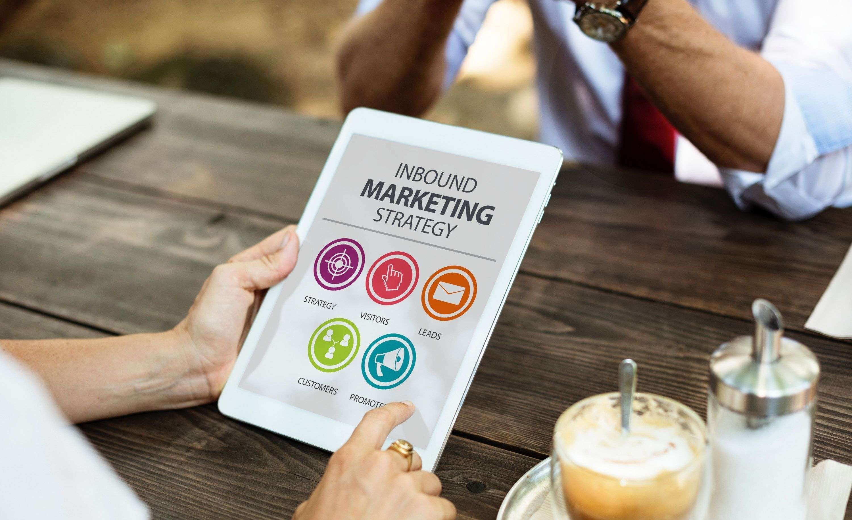 Aprende a determinar cómo y cuándo contactar a tus clientes para tener mejores resultados