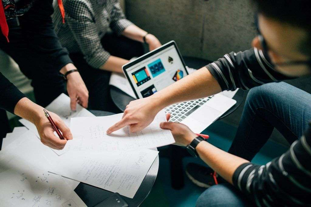 ¿Por qué contratar freelancers tiene un impacto positivo para la sociedad?